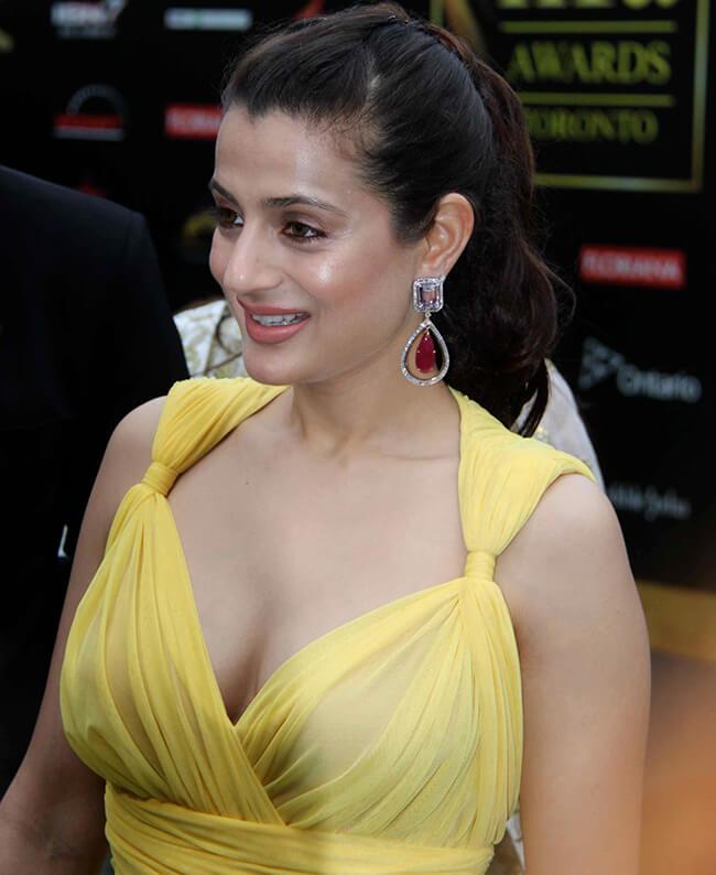 Ameesha Patel Breast Sizes