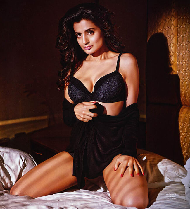 Ameesha Patel Hot Pictures