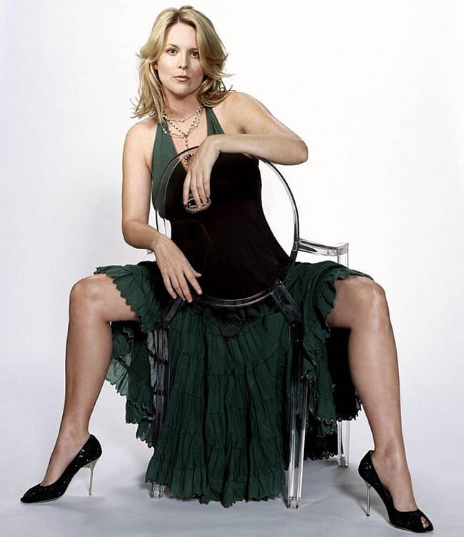 Laurel Holloman Sexy Legs
